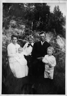 Digital image of members of the Hawley family, 1917